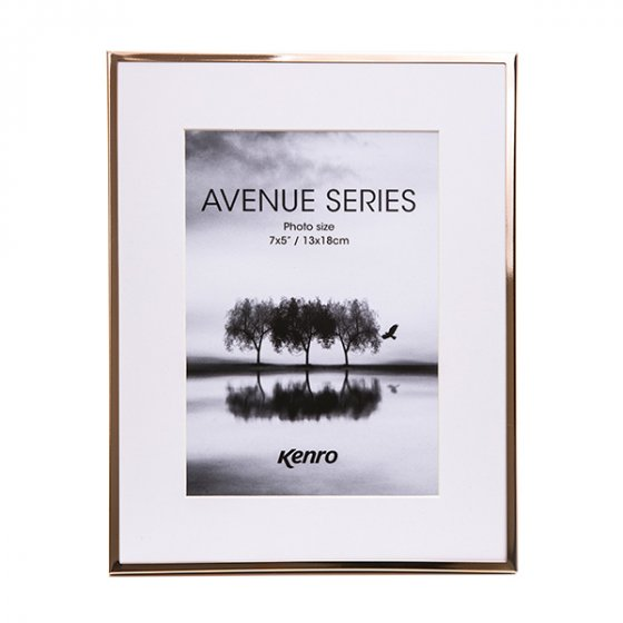 Kenro's Avenue  Rose Gold has 5mm wide profiles and removable white mounts which give a generous border and offer  two photo size options in each of its four frame sizes. Presented in Luxurious Gift Box