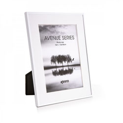 Kenro's Avenue  White has 5mm wide profiles and removable white mounts which give a generous border and offer  two photo size options in each of its four frame sizes. Presented in Luxurious Gift Box