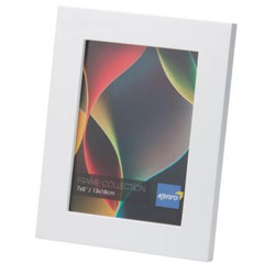 Kenro's Rio Slimline White Crafted Wood Picture Frame in Solid Rubber Wood. Matt Finish. Flat Profile: 15mm Wide x 15mm deep. Available in 7 sizes